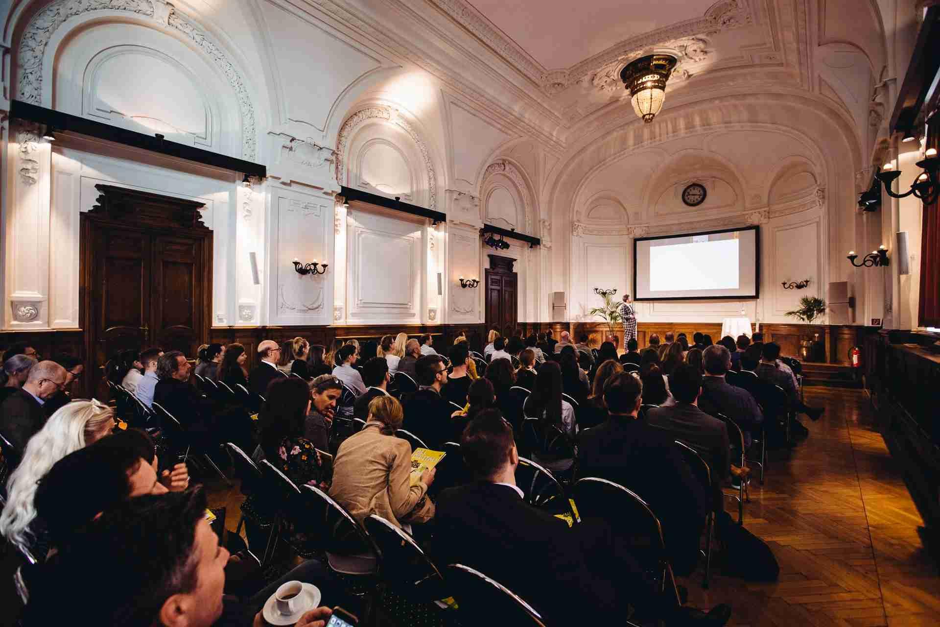 Die Gäste in der Wiener Albert Hall