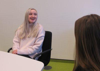 Hanna Hochedlinger beim Interview